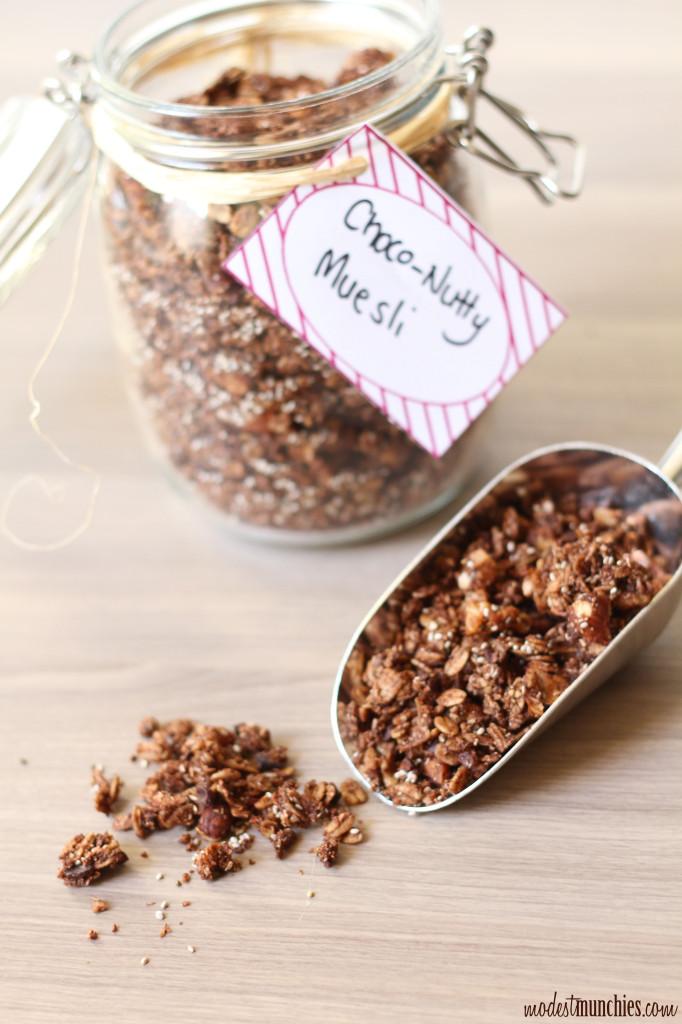 Choco-nutty muesli and label printable