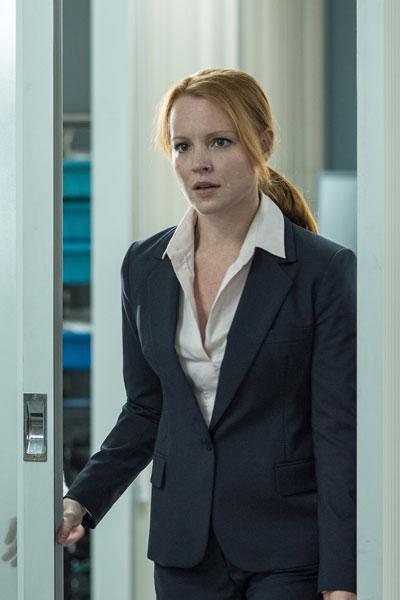 The X-Files: The Event Series - Liz Einstein (รับบทโดย Lauren Ambrose)