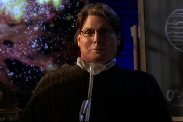 Smallville - Christopher Reeve (รับบทเป็น Dr. Virgil Swann ซึ่งปรากฎอยู่ในหลายๆ ตอน โดยปรากฎตัวครั้งแรกใน Season 2)