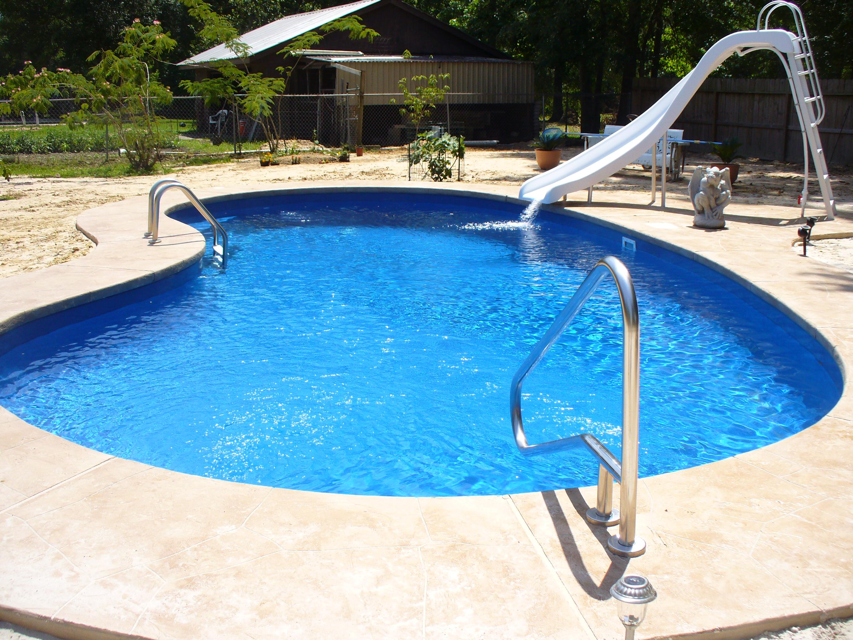 kidney-shape-swimming-pool