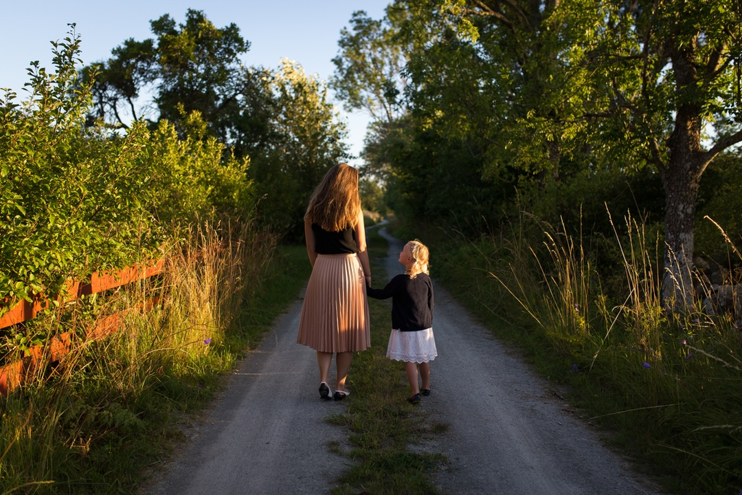 You are currently viewing Positive Parenting : 10 Ways To Improve Parenting Skills
