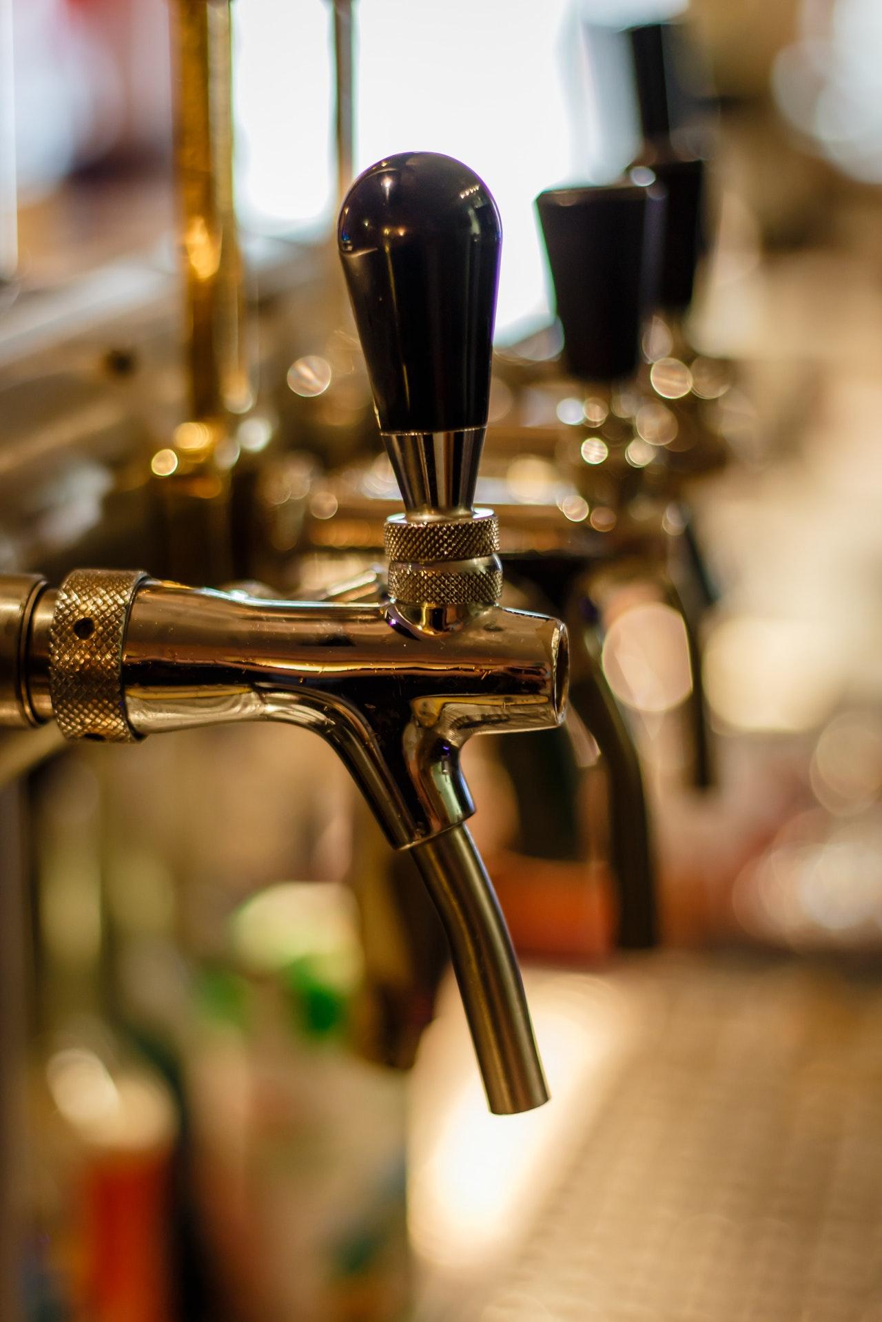 bar-bartender-beer-blur-221029