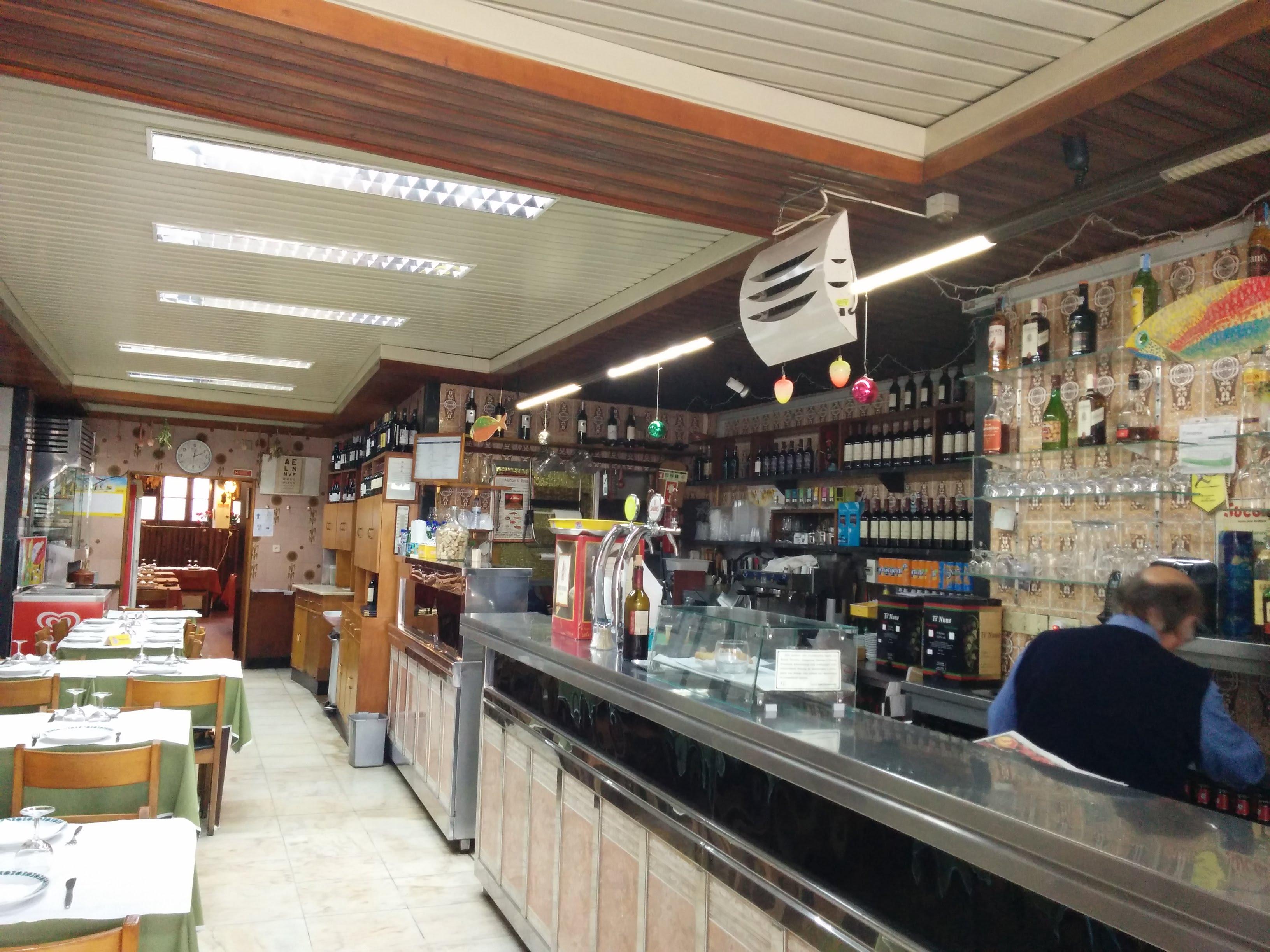 "local ""tasca"" small restaurant in Graca"
