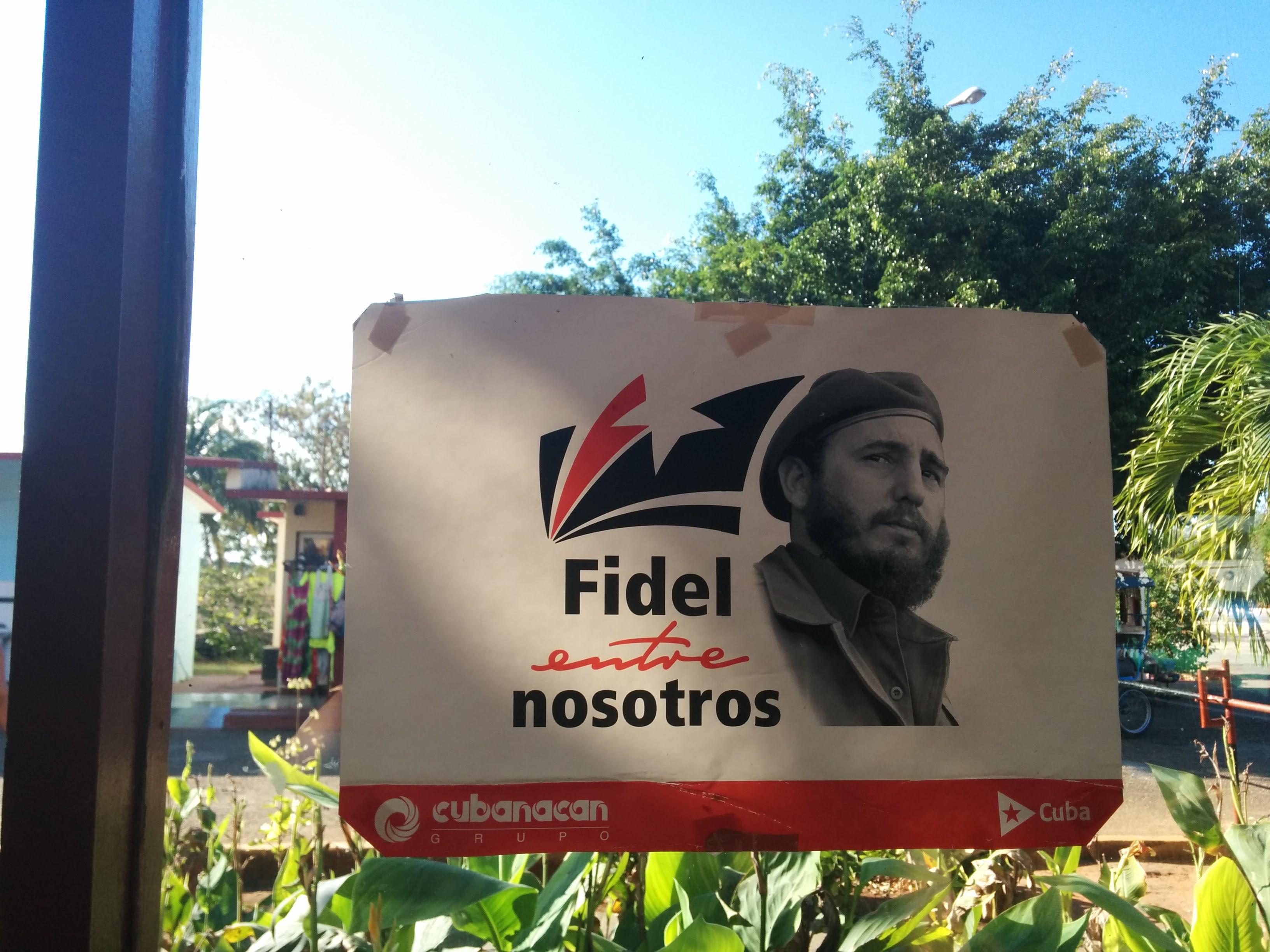 pro Fidel Castro poster