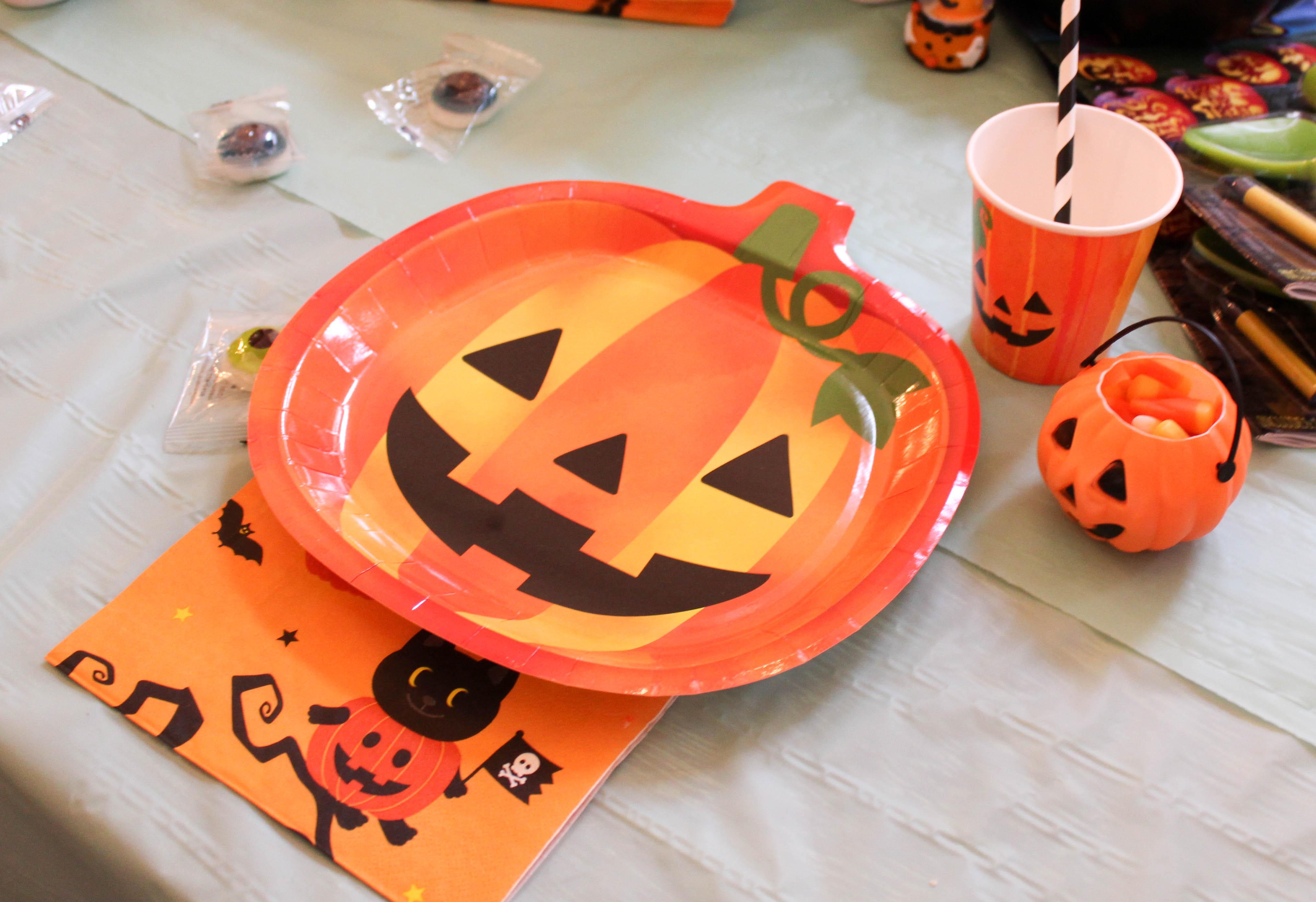 pumpkin-carving-party-costumes-kids-halloween-15