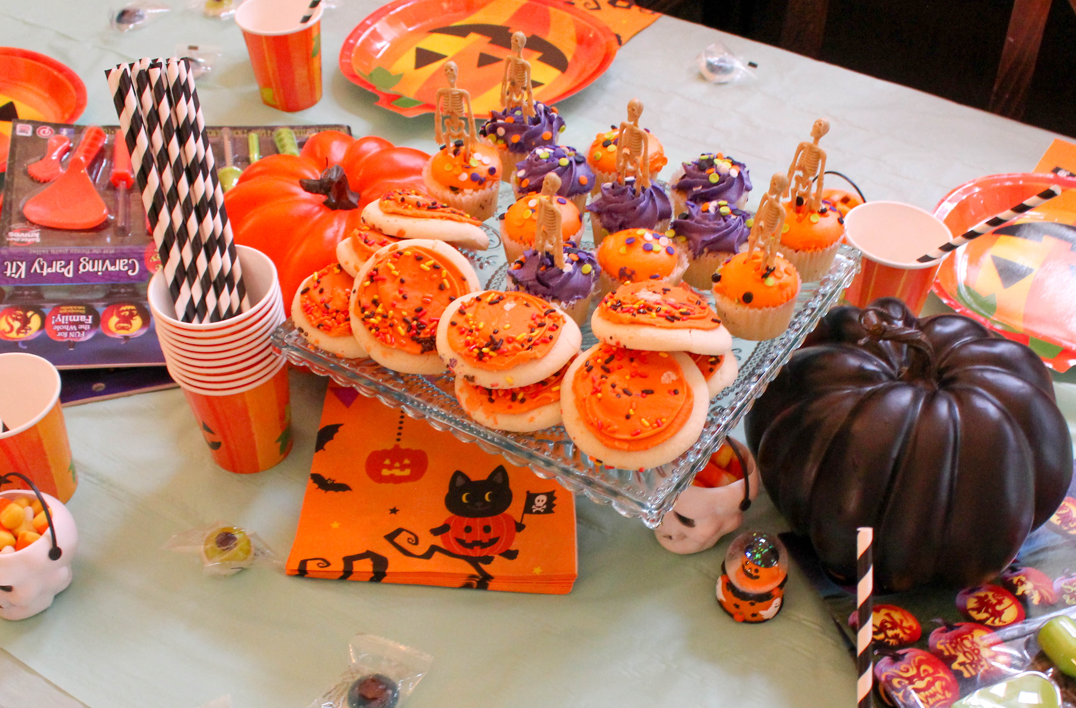 pumpkin-carving-party-costumes-kids-halloween-21