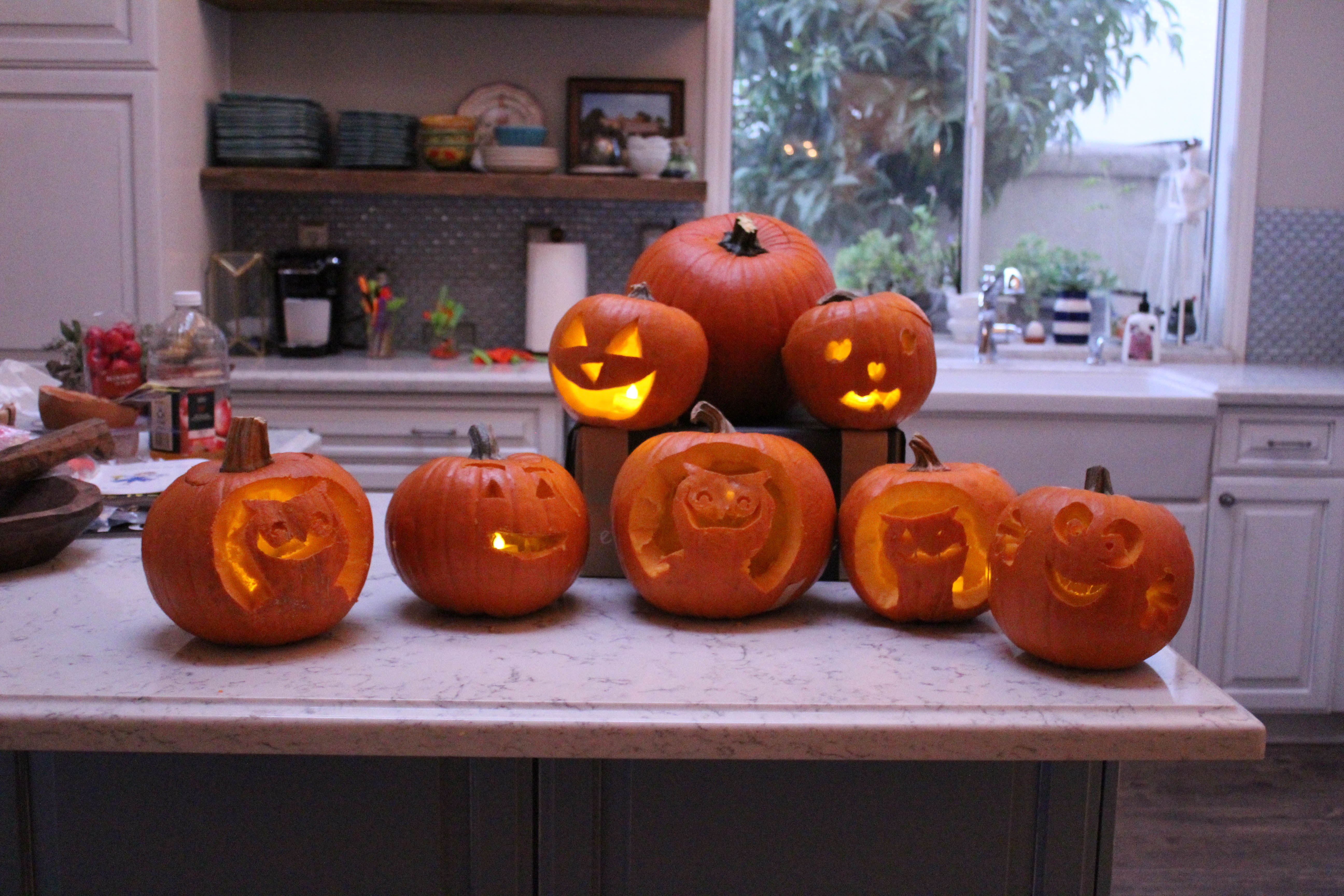 pumpkin-carving-party-costumes-kids-halloween-54