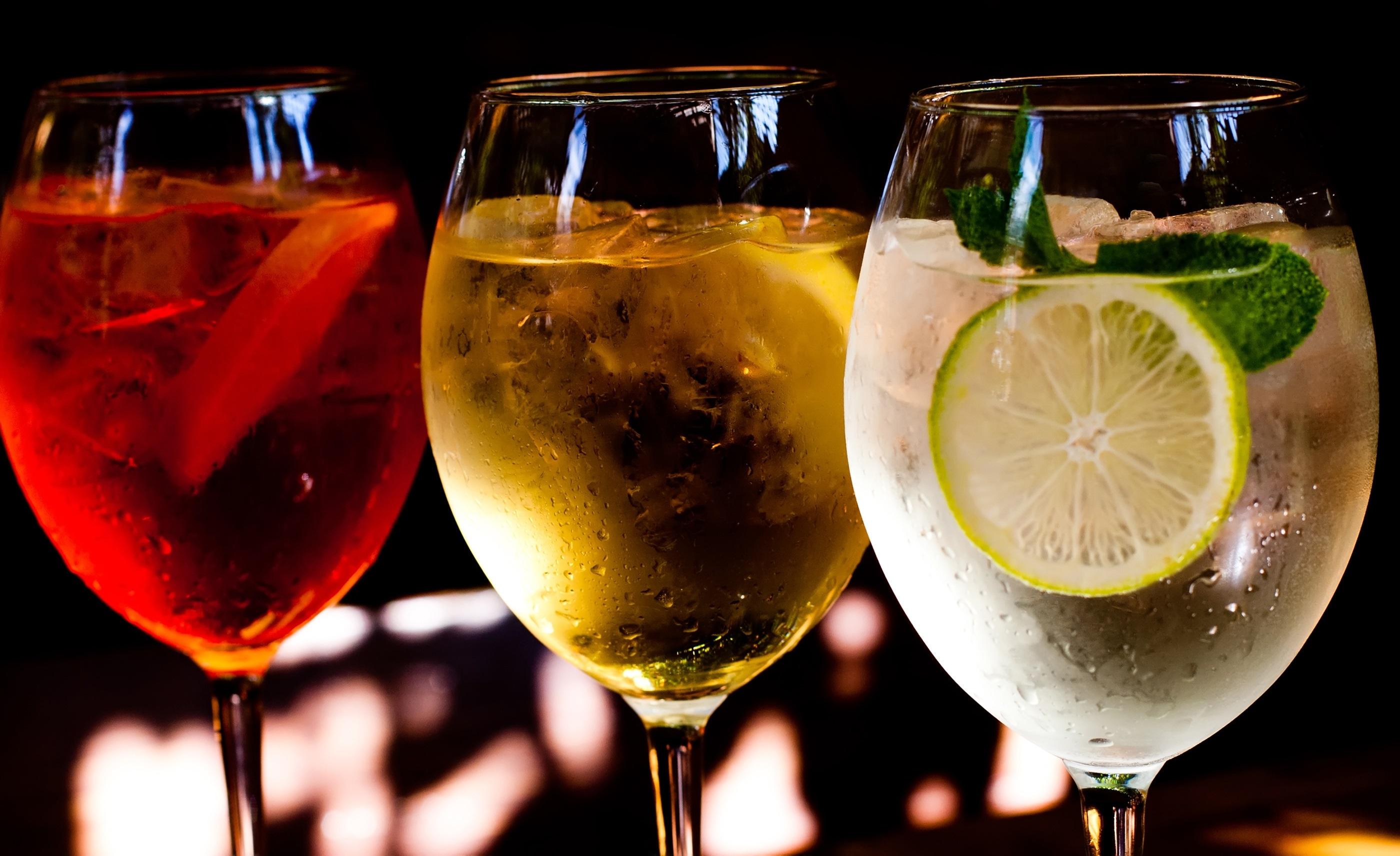 Cocktails: aperol spritz, sprizz (spriss), Martini royale. (dark background). Sparkling wine. Champagne.