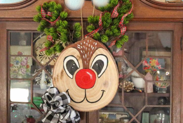 wood slice reindeer craft