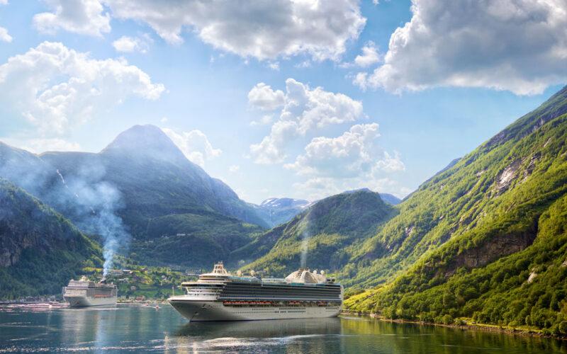 cruise-ships-in-geiranger-PE89XS2-(1)