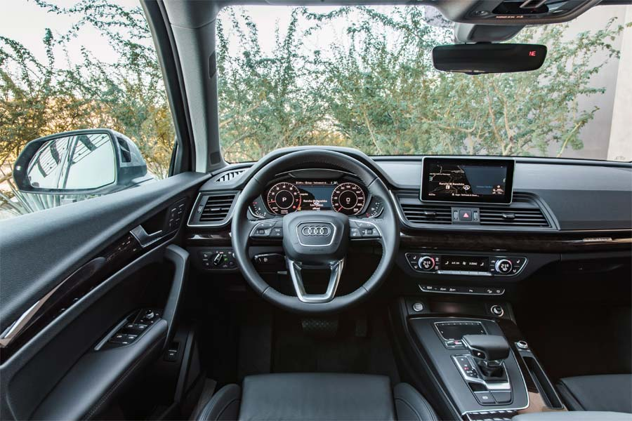 The Audu SUV 2018 Q5 wins Kelley Blue Book awards for 2018.