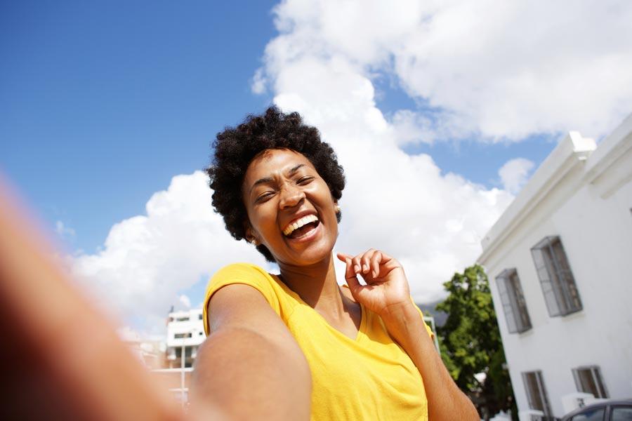 smile-lethbridge-dental-invisilign-woman-clearly-dental