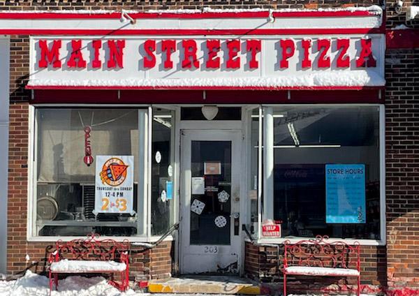 Mainstreet Pizza in Manistique, MI