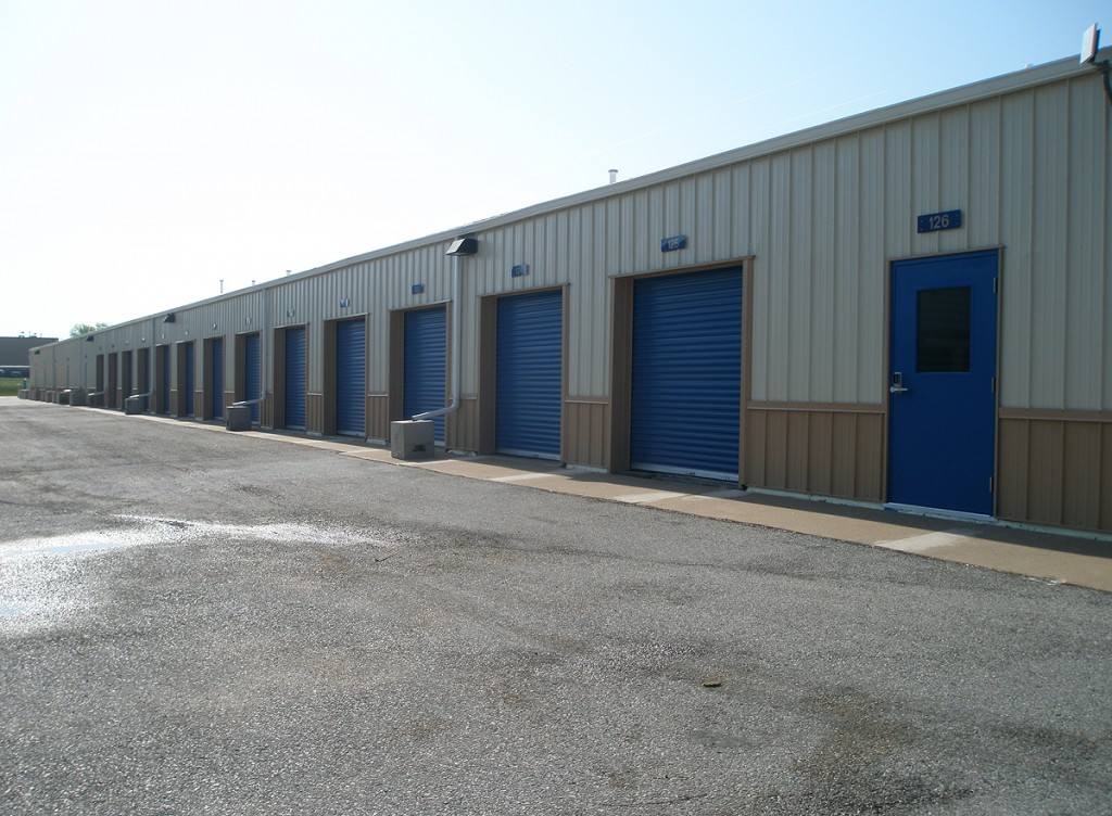 Large garage spaces for self storage in Davenport, Iowa.