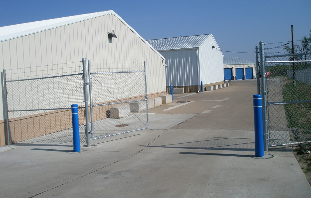 Multiple storage building to fit your self and mini storage needs in Davenport, Iowa.