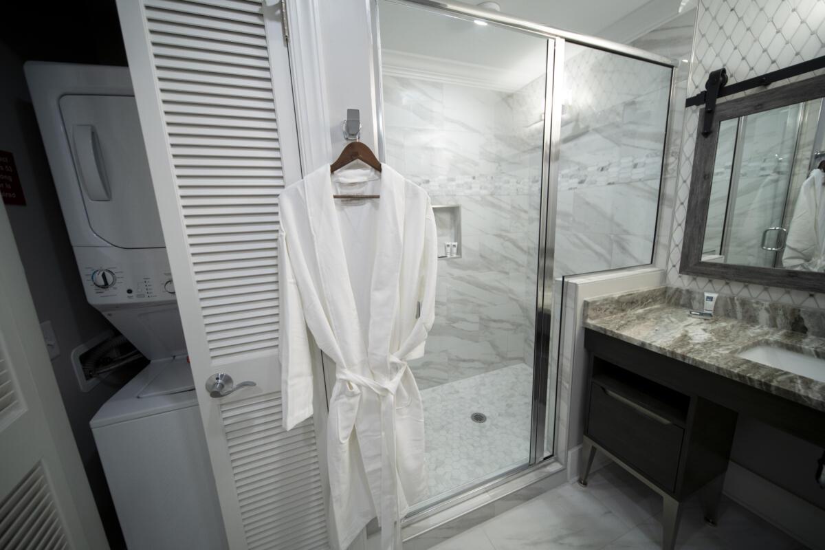 Signature King Bathroom