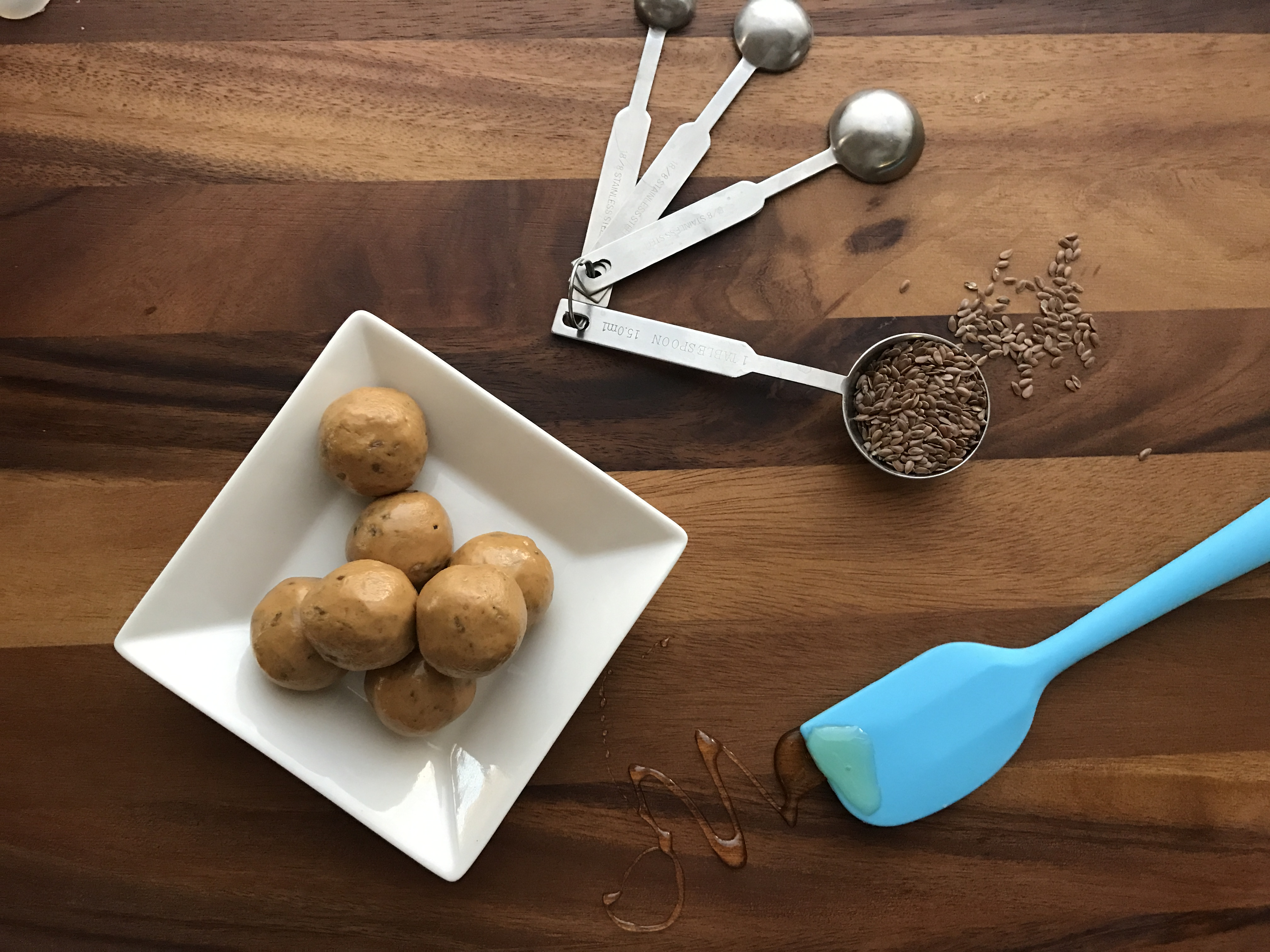 healthier protein bites made with peanut butter and flaxseeds