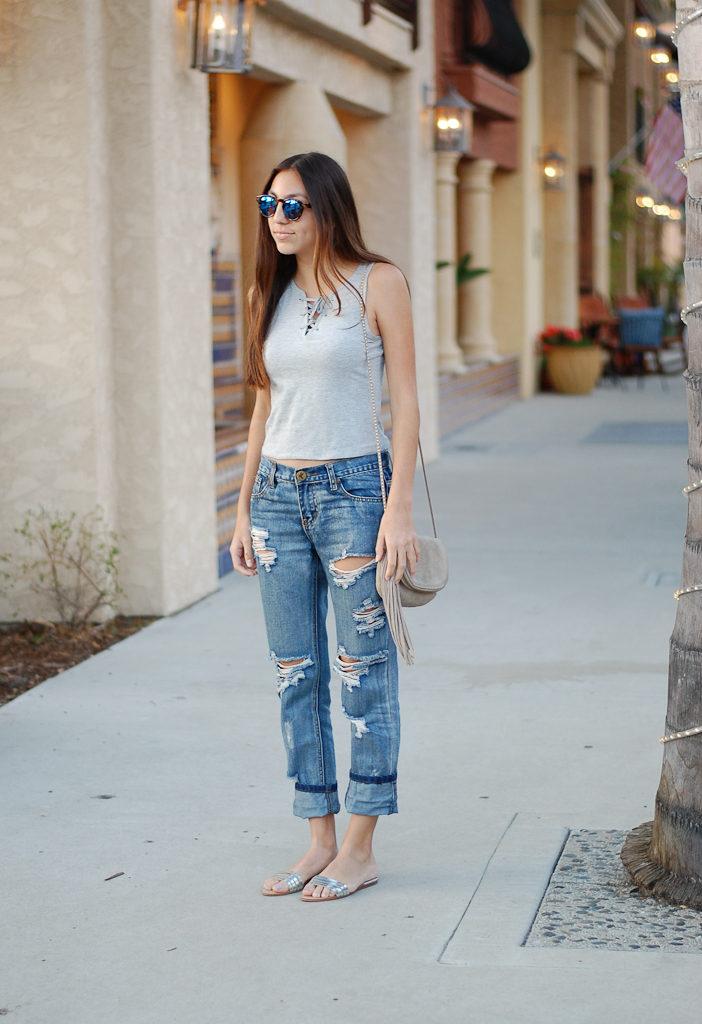 Boyfriend jeans gray top