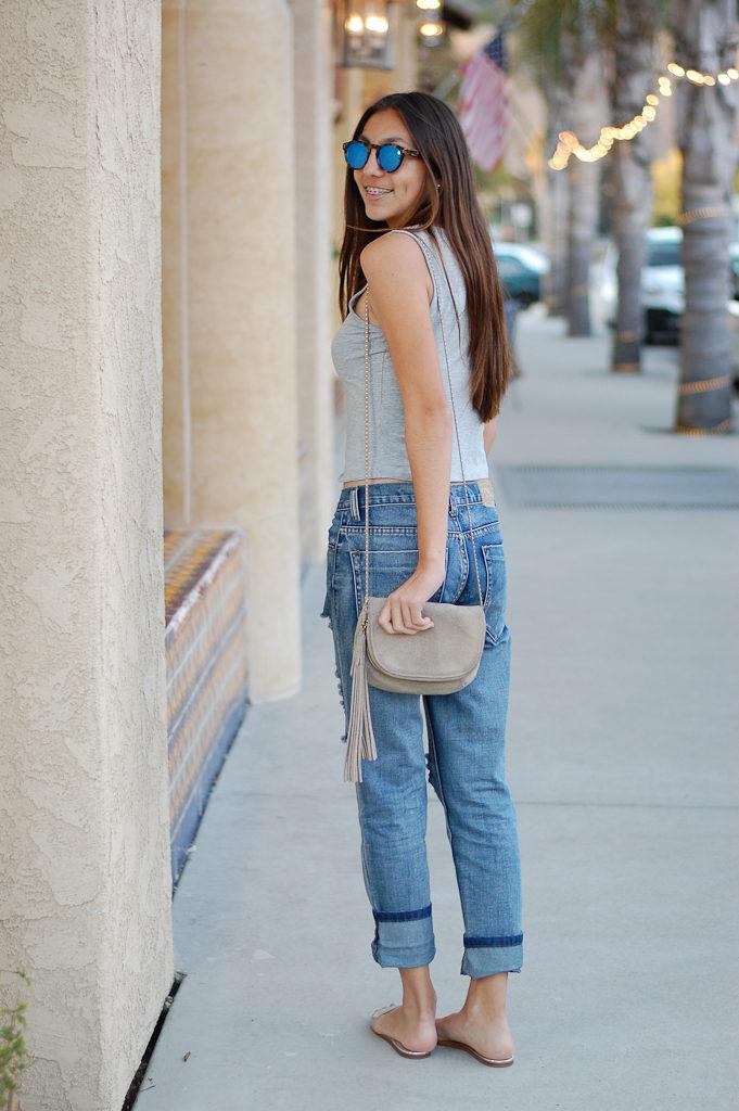 Boyfriend jeans gray top back