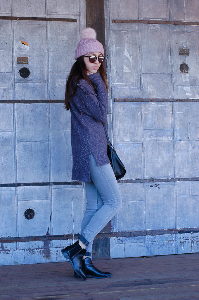 Frayed sweater Gray jeans side