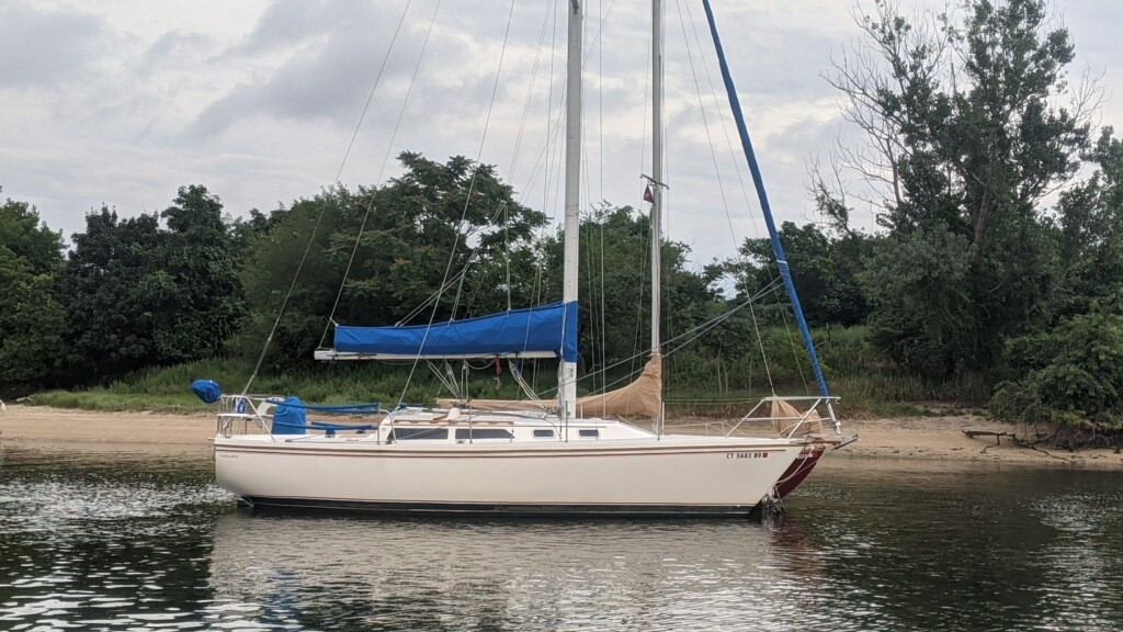 This Catalina 30 is looking good with a new sail pack built from Sunbrella Marine fabric in Pacific blue.
