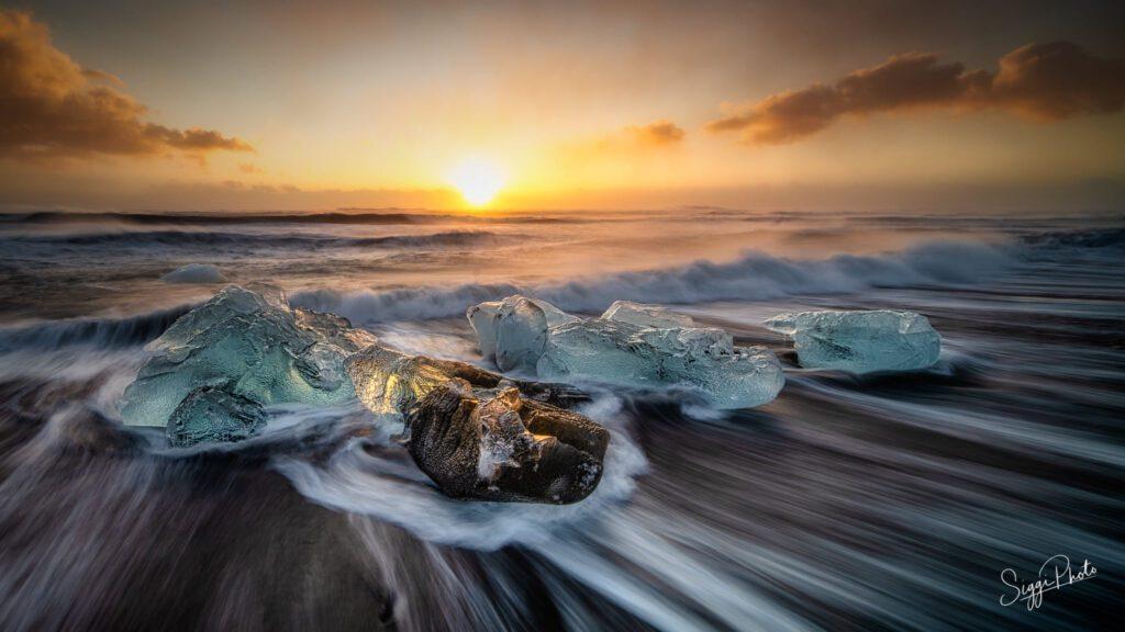 Sunrise in Diamond Beach Iceland
