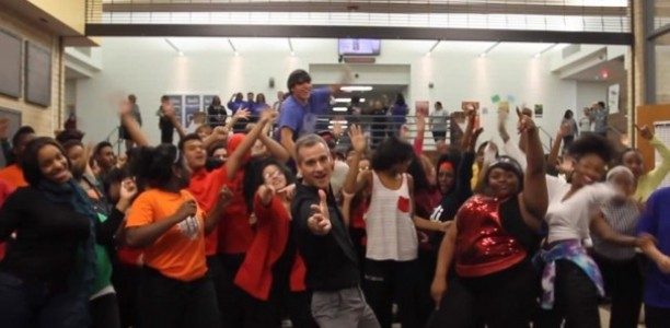 I LOVE This! Watch Teacher Get His Grove On To Uptown Funk!