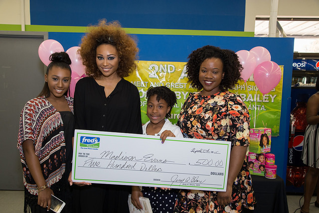 Kids Dreaming Big Grand Prize Scholarship Winner, Madison Evanas along with Cynthia Bailey, Noelle Robinson and Camila Crews,  Strength of Nature Brand Manager