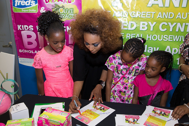 Cynthia Bailey Signing Autographs for guests