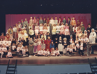 Desert Foothills Theatre. 1989. Oliver! 001
