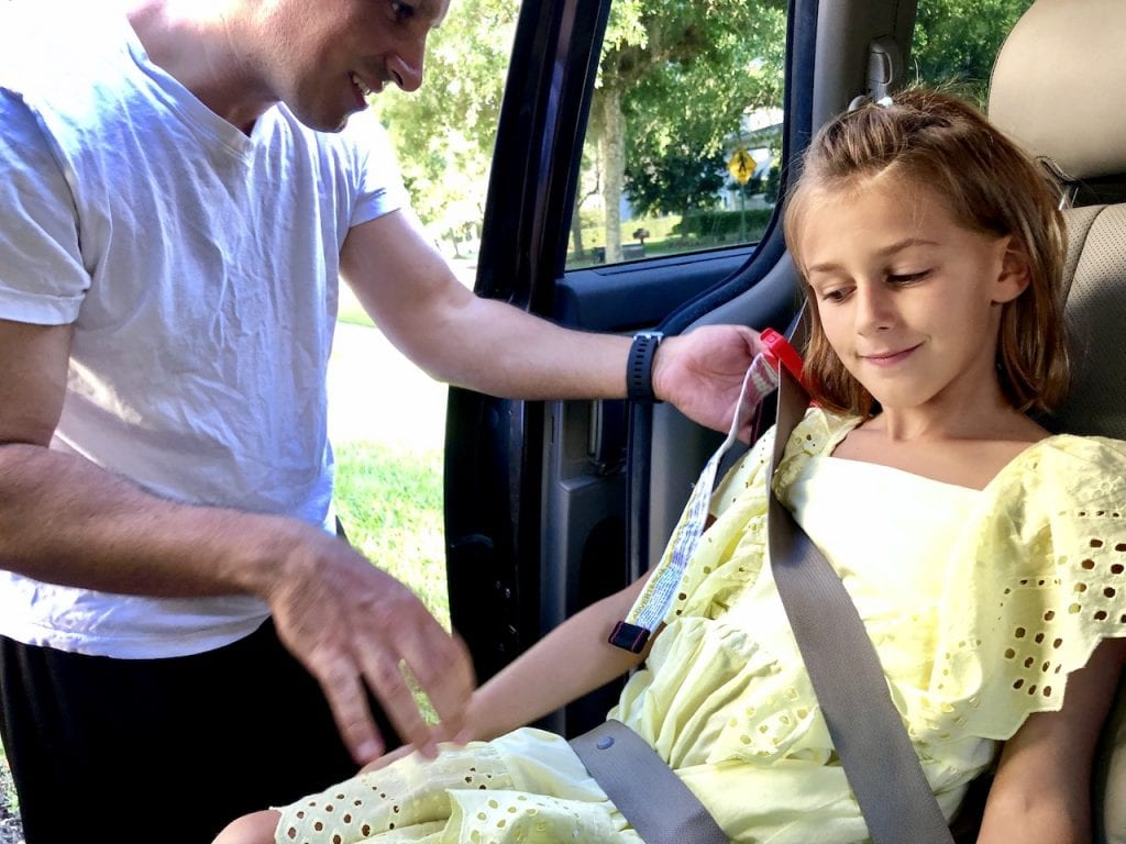 Mifold Grab and Go Booster - A Must-Have For Family Travel | Travel car seat | Travel booster | Family travel tips | Mifold car seat | #familytravel #mifold #travelcarseat #travelbooster #boosterseat