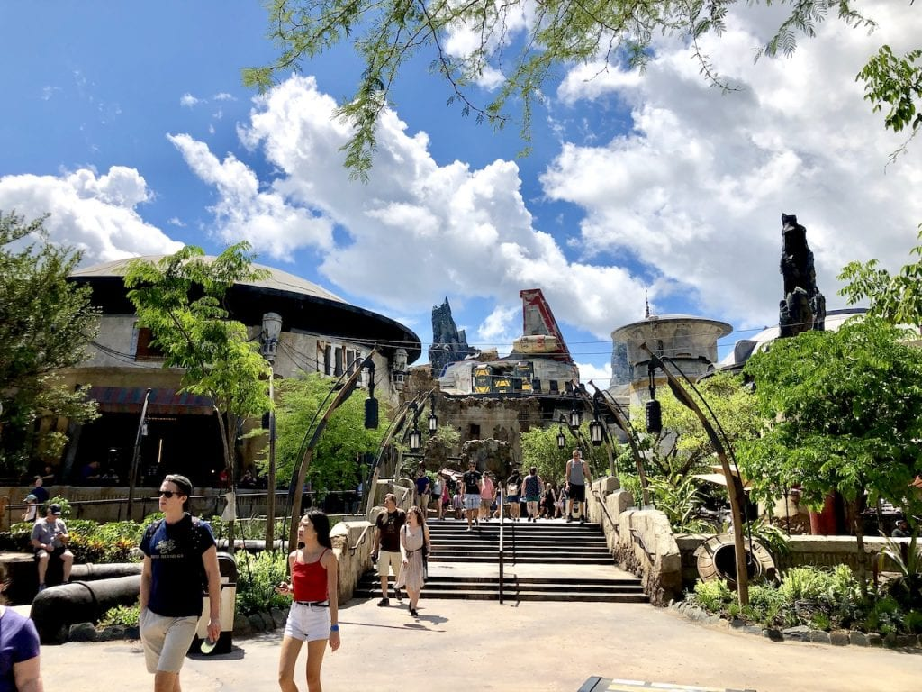 Star Wars: Galaxy's Edge at Disney's Hollywood Studios | Star Wars Land Disney World | Preview of Galaxy's Edge at Walt Disney World | Disney Mom | Disney Fan | #disneymom #starwars #starwarsland #starwarsgalaxysedge #hollywoodstudios #wdw #disneyshollywoodstudios