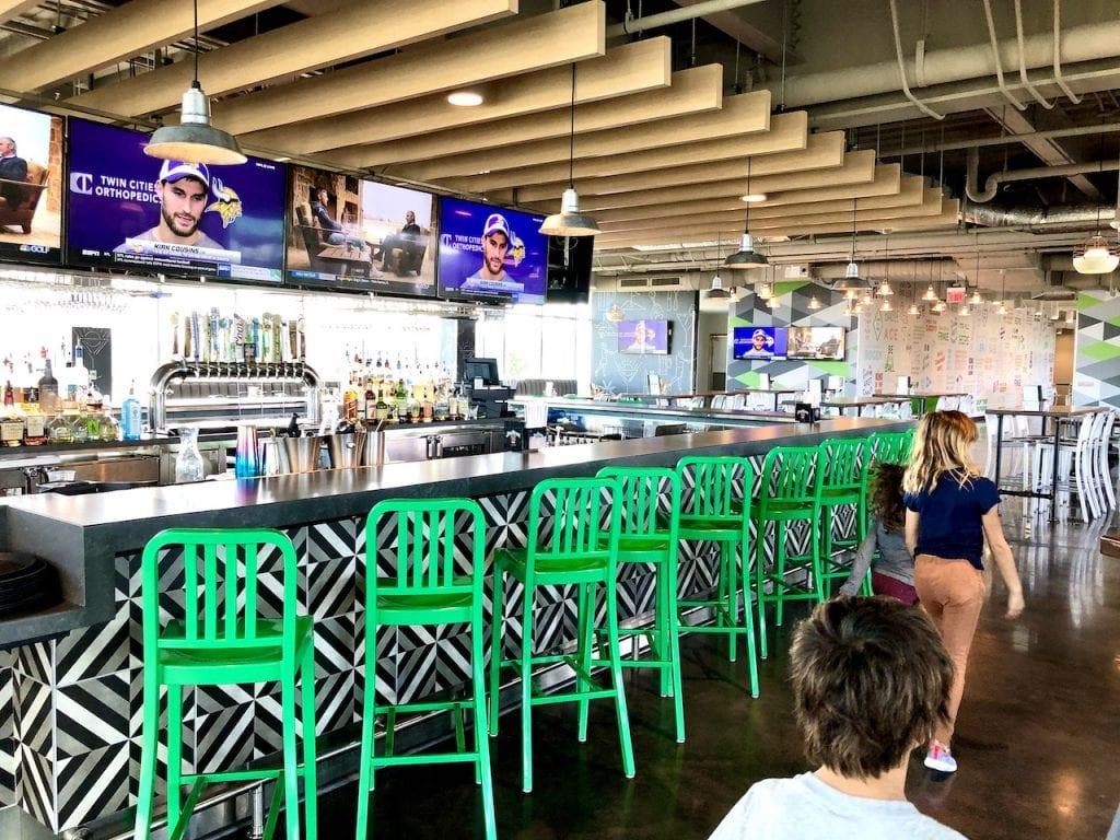 Family Fun at DriveShack Orlando | Golf, Eat, Play at DriveShack Orlando | Lake Nona, FL | Golf with kids | family travel | Orlando fun with kids | #familyfun #driveshack #driveshackorlando #drivingrange #golfwithkids