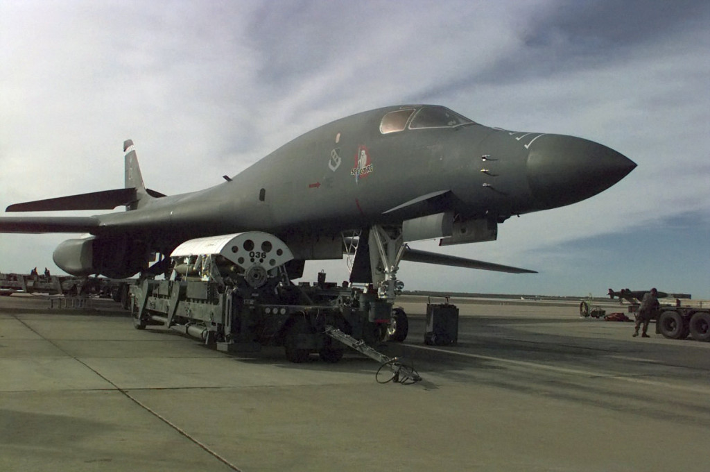 B-1B_prepares_for_Operation_Desert_Fox