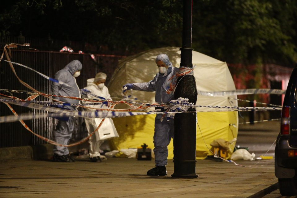 © Licensed to London News Pictures. 04/08/2016. London, UK. Police officers investigate a mass stabbing incident, which left one woman dead and up to six people injured outside the Imperial Hotel in Russell Square, London. Photo credit: Tolga Akmen/LNP