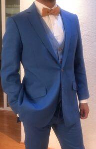 Traje Azul para boda en jardín