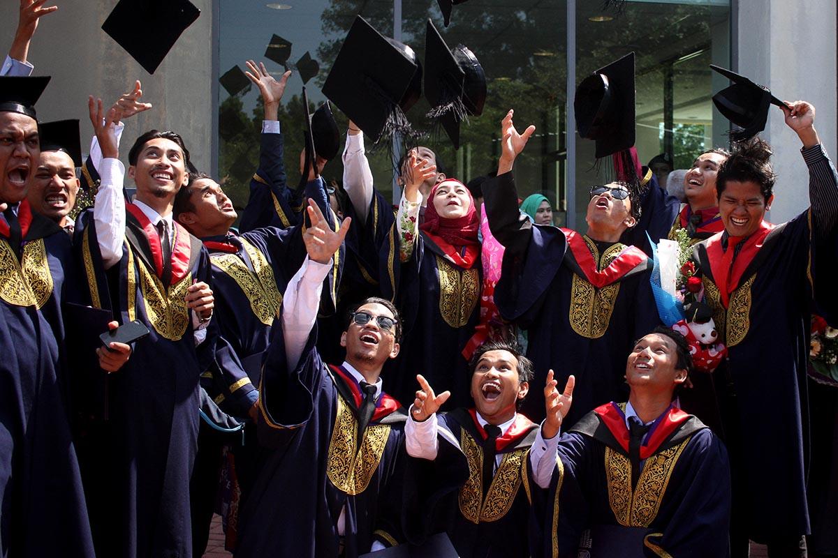 Siswazah Malaysia Cukup Pandai?