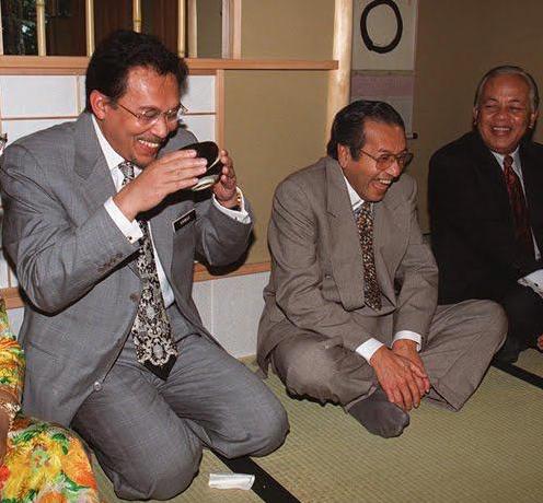 Tun M Resign, Anwar Puas Hati
