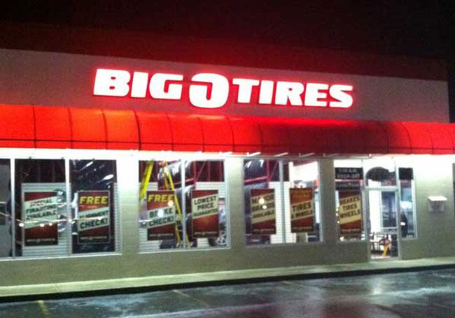 Big O Tires Lit Sign