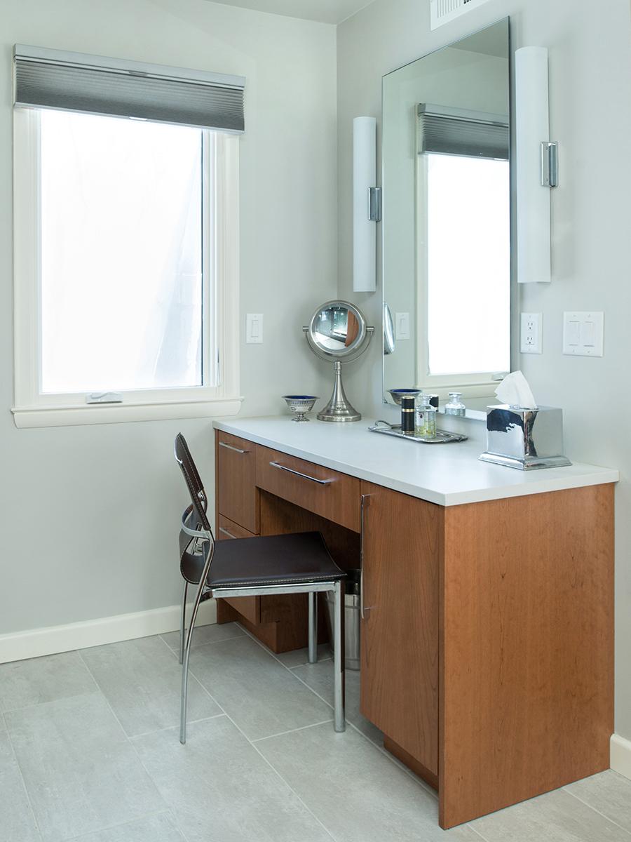 Kitchen Studio Kansas City - Modern Master Bathroom