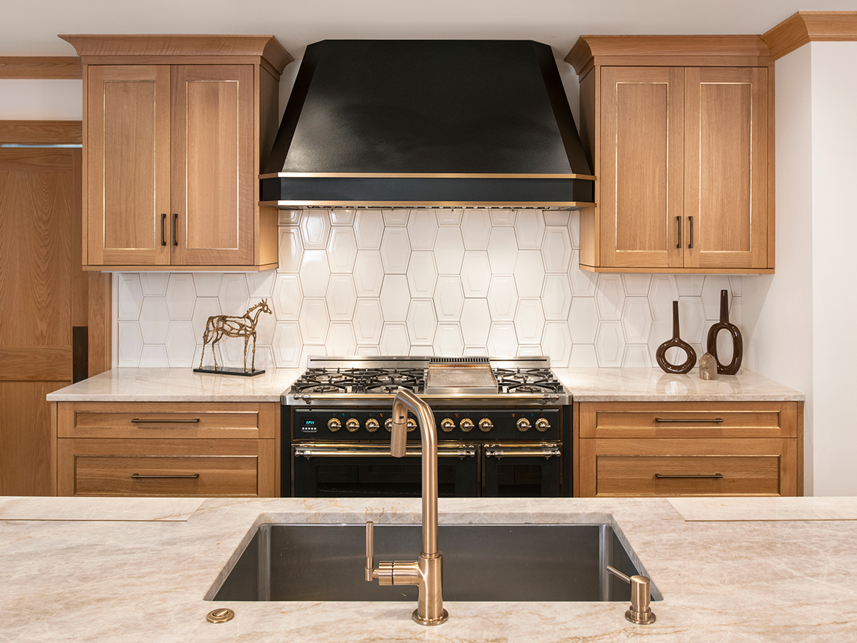 Kitchen Studio: KC - New Tudor Classic Kitchen