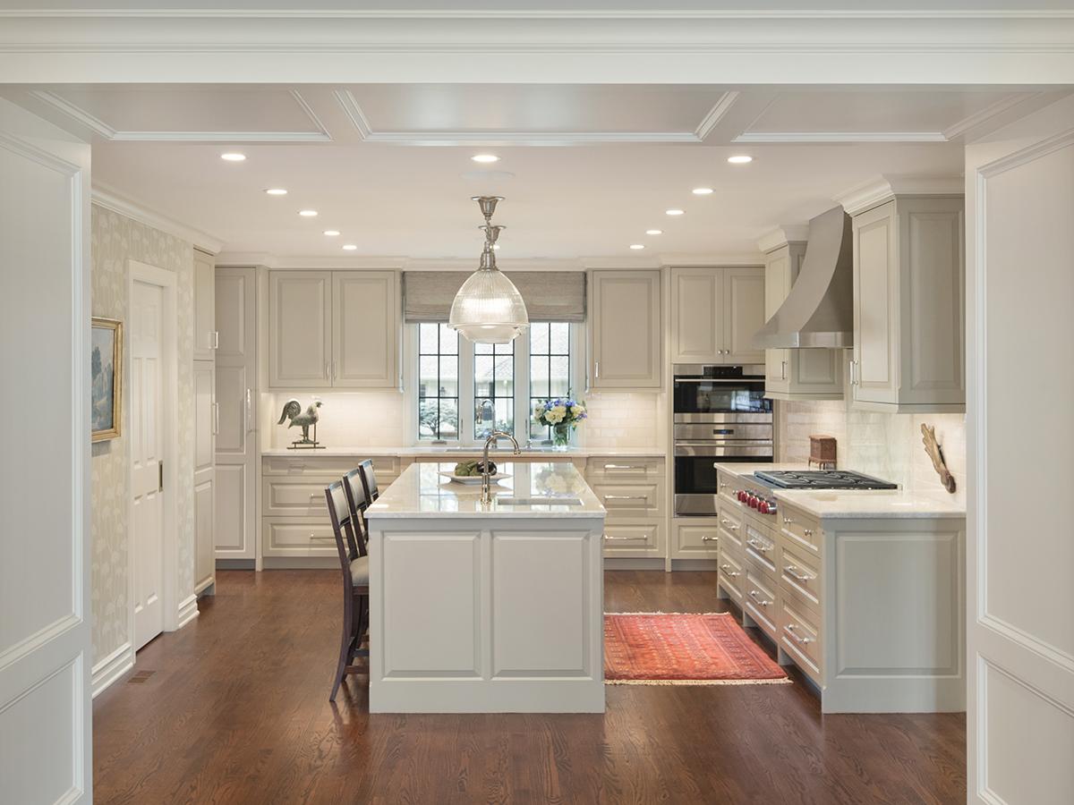 Kitchen Studio: KC - Calm Painted Traditional Kitchen Design