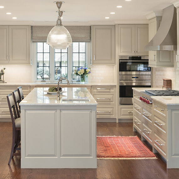 Kitchen Studio: KC - Calm Painted Traditional Kitchen Design