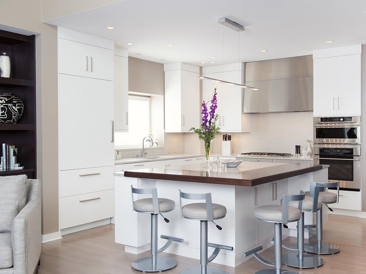Kitchen Studio: KC - Leawood Contemporary Kitchen Design
