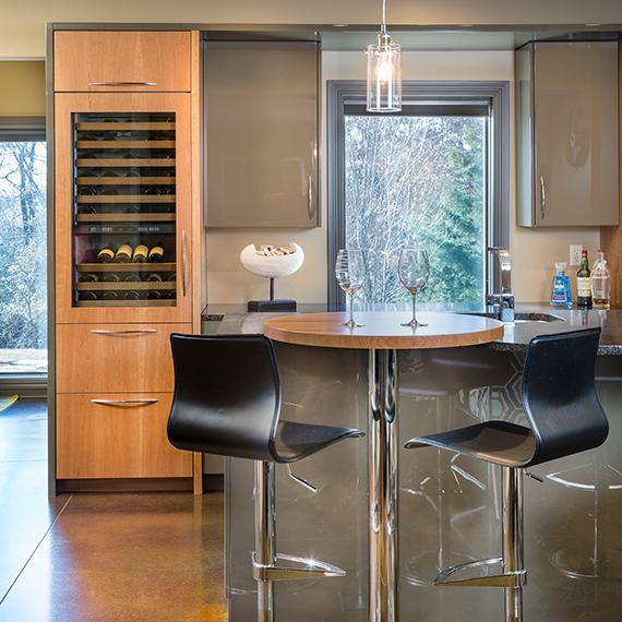 Kitchen Studio:KC Contemporary Home Bar