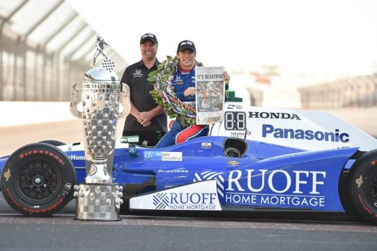 Michael Andretti e Takuma Sato uma parceria vitoriosa. Foto: Chris Cowens - Indycar