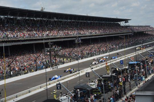 As 500 Milhas de Indianapolis s?o a prova com a maior presen?a de p?blico do mundo. Mais de 250.000 pessoas comparecem ao aut?dromo. Foto: Jim Haynes - Indycar