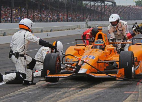 Fernando Alonso fez uma prova brilhante e estava em s?timo quando teve problemas mec?nicos. Foto: Mika Harding - Indycar