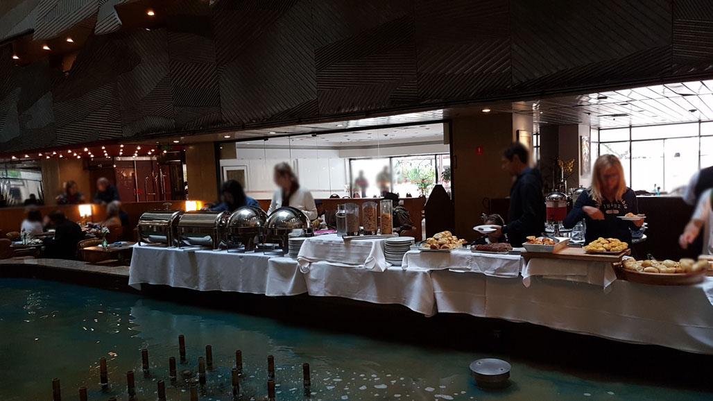 Tradicional buffet de feijoada é servido aos sábados. Divlgação