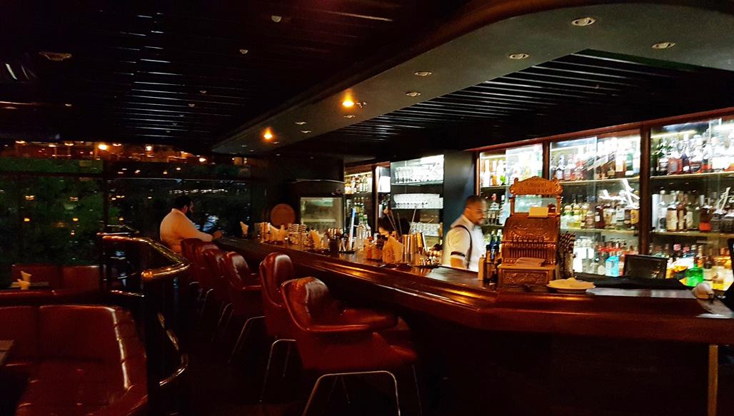O Frank Bar foi batizado em homenagem ao cantor Sinatra. Foto: Amauri Yamazaki